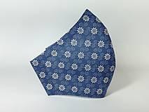 Rúška - Rúško antibakteriálne biele kvety na modrej,skladom - 13372845_