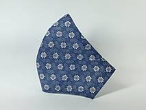 Rúška - Rúško antibakteriálne biele kvety na modrej,skladom - 13372846_