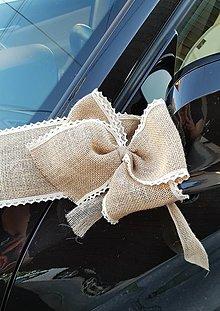 Pierka - výzdoba na auto z jutoviny s krajkou aj s mašľami na kľučku auta - 13372717_