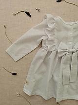 Detské oblečenie - Madeirové šaty s volánmi a mašľou - 13373497_