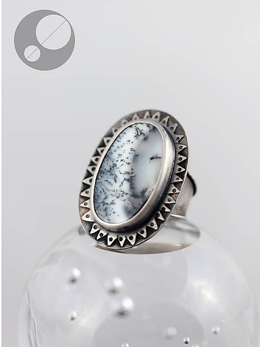 Strieborný prteň s dendritickým opálom