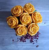 Dekorácie - Kytica plná ruží - 13376549_