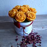 Dekorácie - Kytica plná ruží - 13376550_