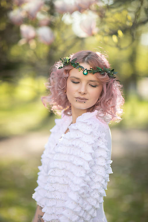 """Kvetinová tiara """"smaragdy v tráve"""""""