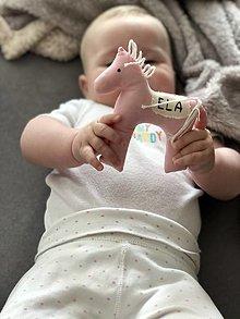 Hračky - Koníček do rúčky s menom dieťatka - 13384384_
