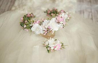 Detské doplnky - Set na 1.sväté prijímanie:  kvetinový venček a ozdoba na sviecu na prvé sväté prijímanie - 13389515_