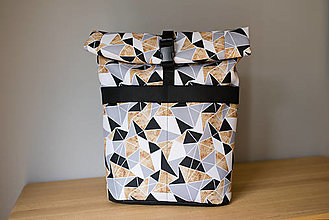 Batohy - Rolovací batoh Geo zlatý s černou - velký - 13390772_