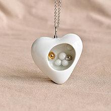 Náhrdelníky - Porcelánový náhrdelník Láska (ooak jewelry) - 13395797_