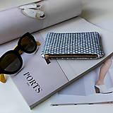 Peňaženky - Ručne vyšívaná elegantná peňaženka - forest green - 13395313_