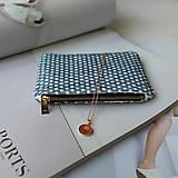 Peňaženky - Ručne vyšívaná elegantná peňaženka - forest green - 13395314_