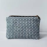 Peňaženky - Ručne vyšívaná elegantná peňaženka - forest green - 13395315_
