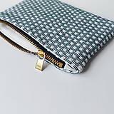 Peňaženky - Ručne vyšívaná elegantná peňaženka - forest green - 13395316_