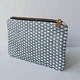 Peňaženky - Ručne vyšívaná elegantná peňaženka - forest green - 13395317_