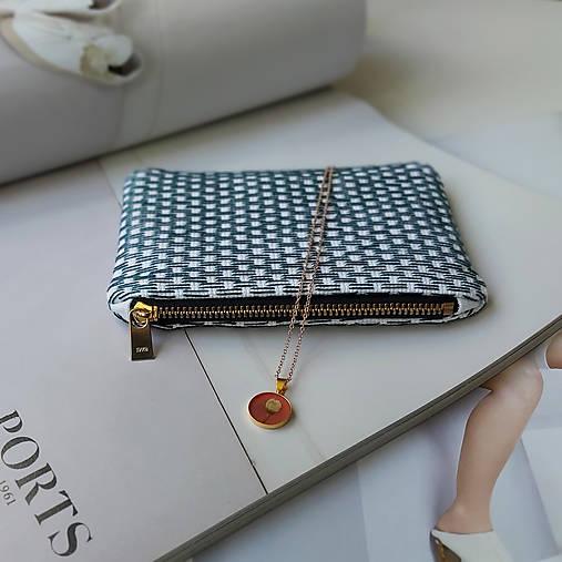 Ručne vyšívaná elegantná peňaženka - forest green