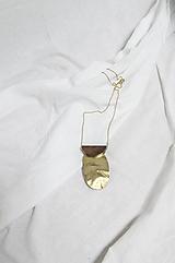 Náhrdelníky - Výrazný náhrdelník/ˈhaptɪk/ orech+mosadz - 13396741_