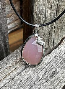 Náhrdelníky - Ružový chalcedón so srdiečkom - náhrdelník - 13398978_