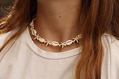Sady šperkov - Mušľový Choker s hviezdicami z howlitu - 13396559_