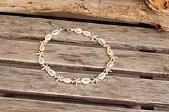Sady šperkov - Mušľový Choker s hviezdicami z howlitu - 13396561_