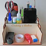 Dekorácie - Organizér s vlastným texom na stôl-stojan na perá s priehradkami - 13400024_