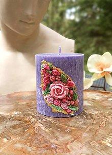 Svietidlá a sviečky - Sviečka romantická, fialová s kvetinkami - 13401929_