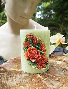 Svietidlá a sviečky - Sviečka romantická, zelená s kvetinkami - 13402549_