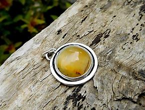 Náhrdelníky - Strieborný Prívesok so silk Opálom z Tanzánie - 13407139_