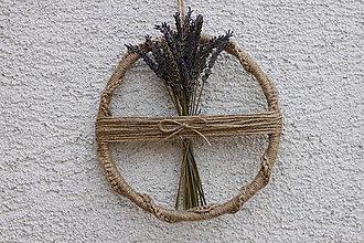 Dekorácie - Makramé Kruh s levanduľou vidiecka jutová dekorácia - 13410452_
