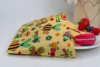 Úžitkový textil - Obrúsok s včelím voskom - včielka na lúke svetlá - 13410815_