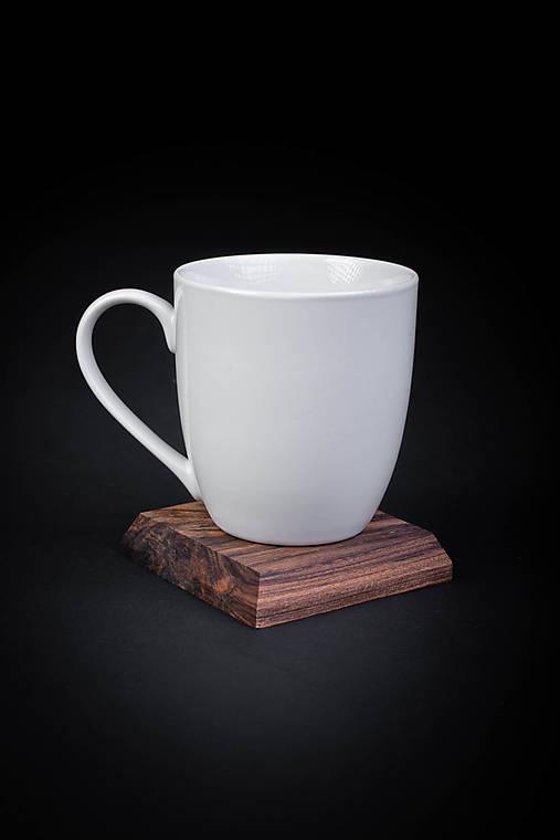 Podšálka drevená
