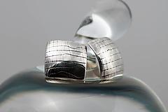 Náušnice - Strieborné napichovacie náušnice so vzorom A - 13417406_