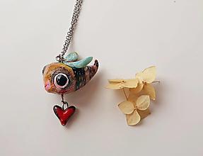 Náhrdelníky - Včielka a srdce - prívesok. - 13420828_
