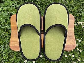 Ponožky, pančuchy, obuv - Veľké svetlozelené papuče s čiernym lemom - 13419869_