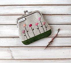 Peňaženky - Vyšívaná peňaženka mini  Kvietky ružové - 13419904_