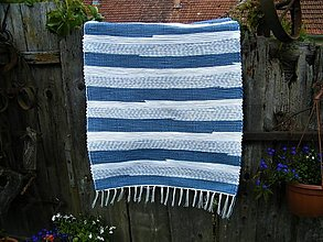 Úžitkový textil - Tkaný koberec modro-biely - 13423394_