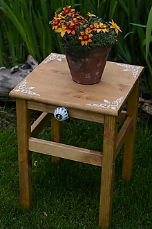 Nábytok - Drevený stolček orech - 13426529_