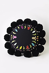 Úžitkový textil - Vankúš čierny vyšívaný guľatý - 13425892_
