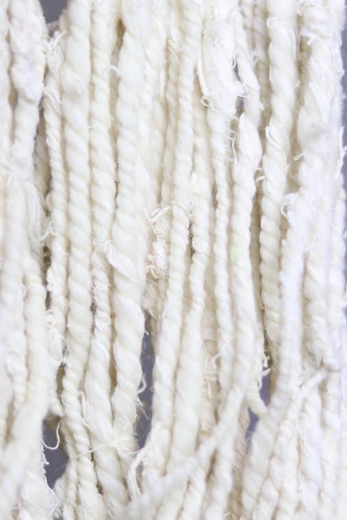 Ručne pradená efektná priadza RECYKLOVANÁ -merino/hodváb/tencel vlna, na tkanie a pletenie - rôzne farby