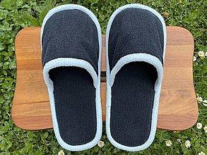 Ponožky, pančuchy, obuv - Tmavomodré riflové papuče s belasým lemom - 13424689_