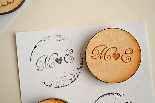 Svadobná pečiatka drevená okrúhla (inicialy 1)