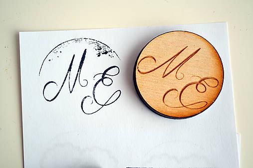 Svadobná pečiatka drevená okrúhla (inicialy 2)