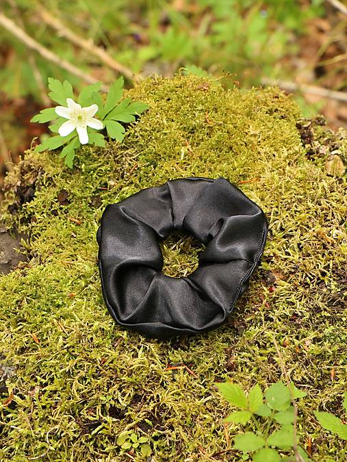 Scrunchies gumička saténová čierna