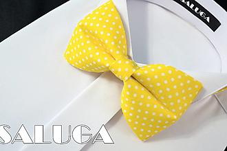 Doplnky - Pánsky žltý motýlik na biele bodky - bodkovaný - 13429204_