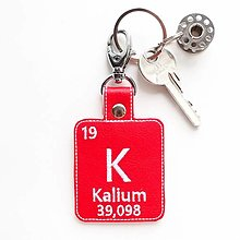 Kľúčenky - Kľúčenka prvok K-ľúbim tvoje ♥ - 13428774_