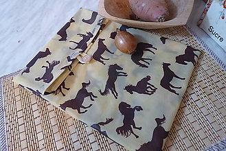Úžitkový textil - stredné voskované vrecko na zapínanie koníky - 13429276_