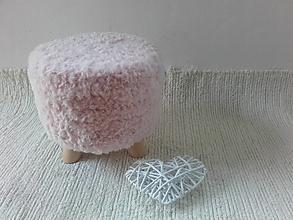 Nábytok - Taburet HYGGE kožušinka pudrova ružová nízka - 13433325_
