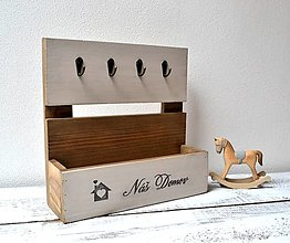 Pomôcky - Drevený stojan na kľúče a drobnosti - 13436570_