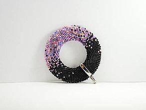 Náhrdelníky - Háčkovaný korálkový prívesok Donut Passionflower - 13441776_
