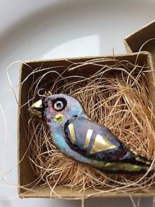 Náhrdelníky - Vtáčik Letáčik ♥ (Hlinený prívesok, resp. náhrdelník - pozlátená retiazka - 13439462_