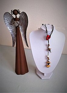 Náhrdelníky - Náhrdelník prevlečený (Náhrdelník s červeným srdiečkom) - 13439679_