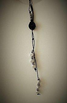 Náhrdelníky - Náhrdelník prevlečený (Náhrdelník s čiernym kolečkom) - 13439735_